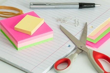 Fer, papier, ciseaux (dessin artistique, bricolage)