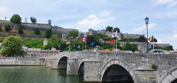 Le Pont de Jambes avec le pavoisement en place